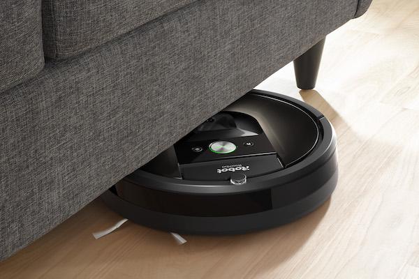 Roomba 980 ใต้โซฟา
