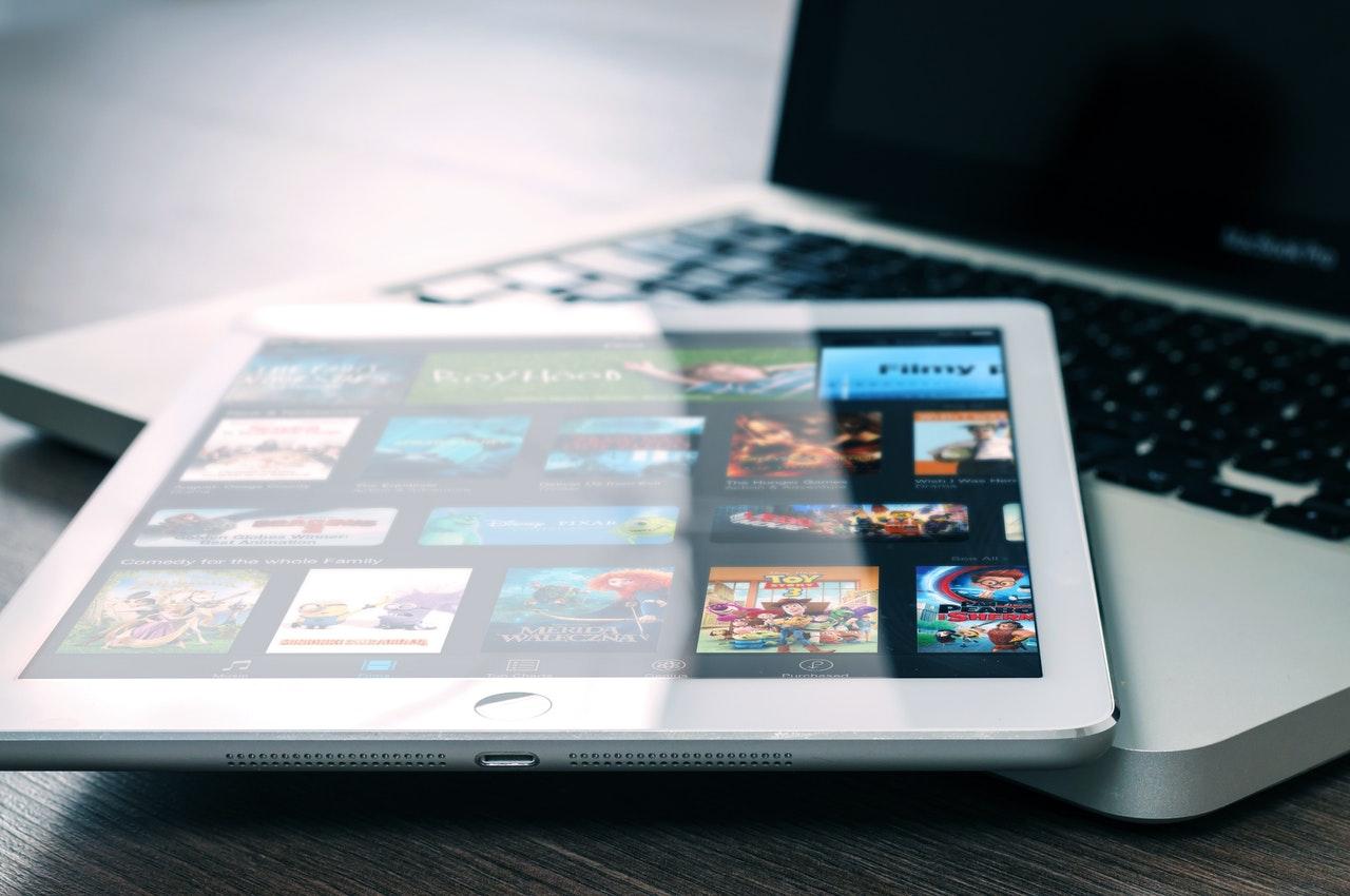 วิธีโหลด Netflix ไว้ดูบนมือถือหรือแทบเล็ต